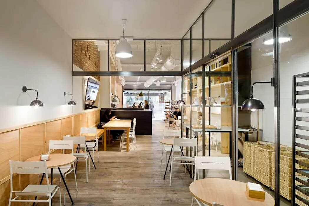 罗湖面包店装修,奶油色让这个空间更温馨